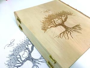 Gravure personnalisée sur un cartable de bois